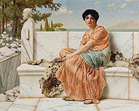 一幅画作,描绘一名著古希腊式长袍的女子,端坐于大理石台阶上,远处衬著树与水。