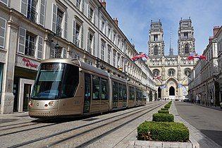 Rue Jeanne dArc Tramway Orleans.jpg