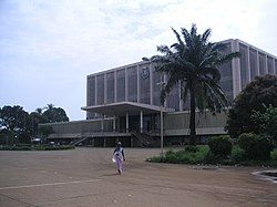 Conakry-palaisdupeuple.JPG