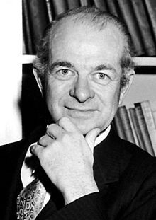 Black and white photo of Nobel Prize winner, Linus Pauling.
