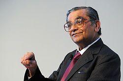 Jagdish N. Bhagwati Professor Jagdish pa Columbia University talar vid invigningen av Nordiskt globaliseringsforum i Riksgransen 2008-04-02.jpg