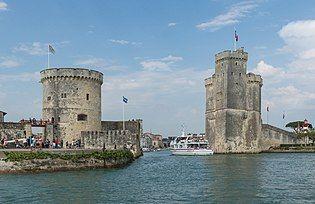 Entrée port La Rochelle août 2015 Charente-Maritime.jpg