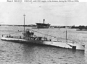 USS S-42 (SS-153).jpg