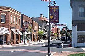 镇中心的中央街(Center Street)