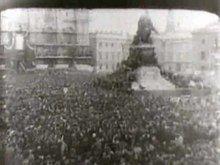 File:Execution of Mussolini (1945).ogv
