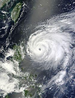 2012年8月20日,即将达到最高强度的强台风天秤