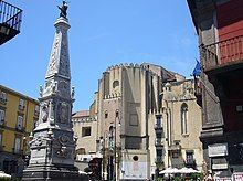 Napoli - piazza San Domenico Maggiore e guglia.jpg