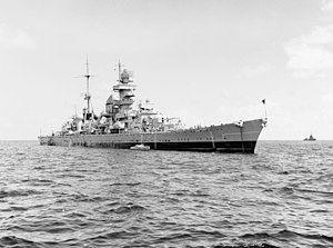 转为美国海军的欧根亲王号在比基尼环礁等待核爆炸测试
