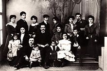 Photograph of Pontic Greek men, women, and children in Western clothes.