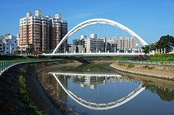 Yi Qun bridge Kaohsiung Taiwan.jpg