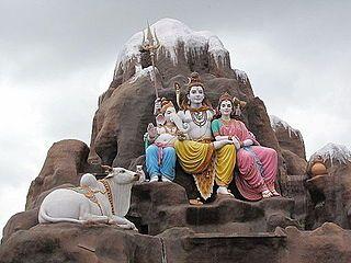 A family sculpture Parvati Shiva Ganesha at punyadham ashram.jpg