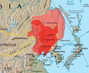满洲地区的三个定义:东北三省(深红);东三省+东四盟+原热河省(深红+中红)、内外满洲(深红+中红+浅红)