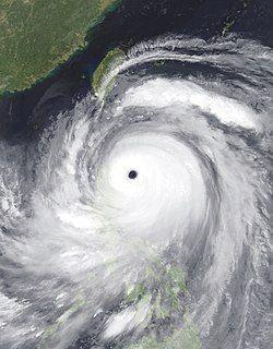 9月14日,强度达到巅峰的超强台风山竹,风眼清晰可见。