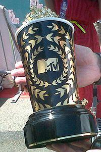2012-mtv-movie-award-418x628.jpg