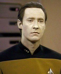 在联邦星舰进取号 (NCC-1701-D)舰桥上的Data