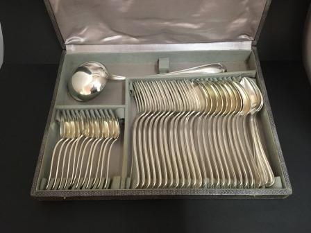 Vends ménagère en métal argenté modèle Filets
