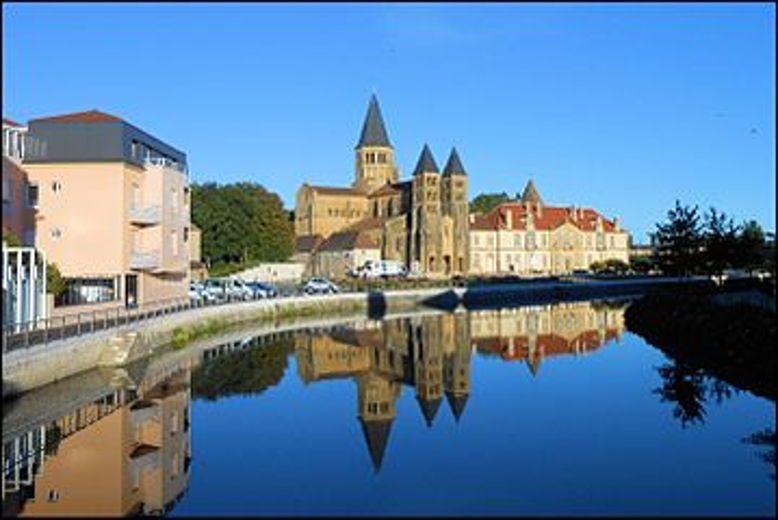 Cherche location centre ville de Paray le Monial du 30/07au 06/086couchages