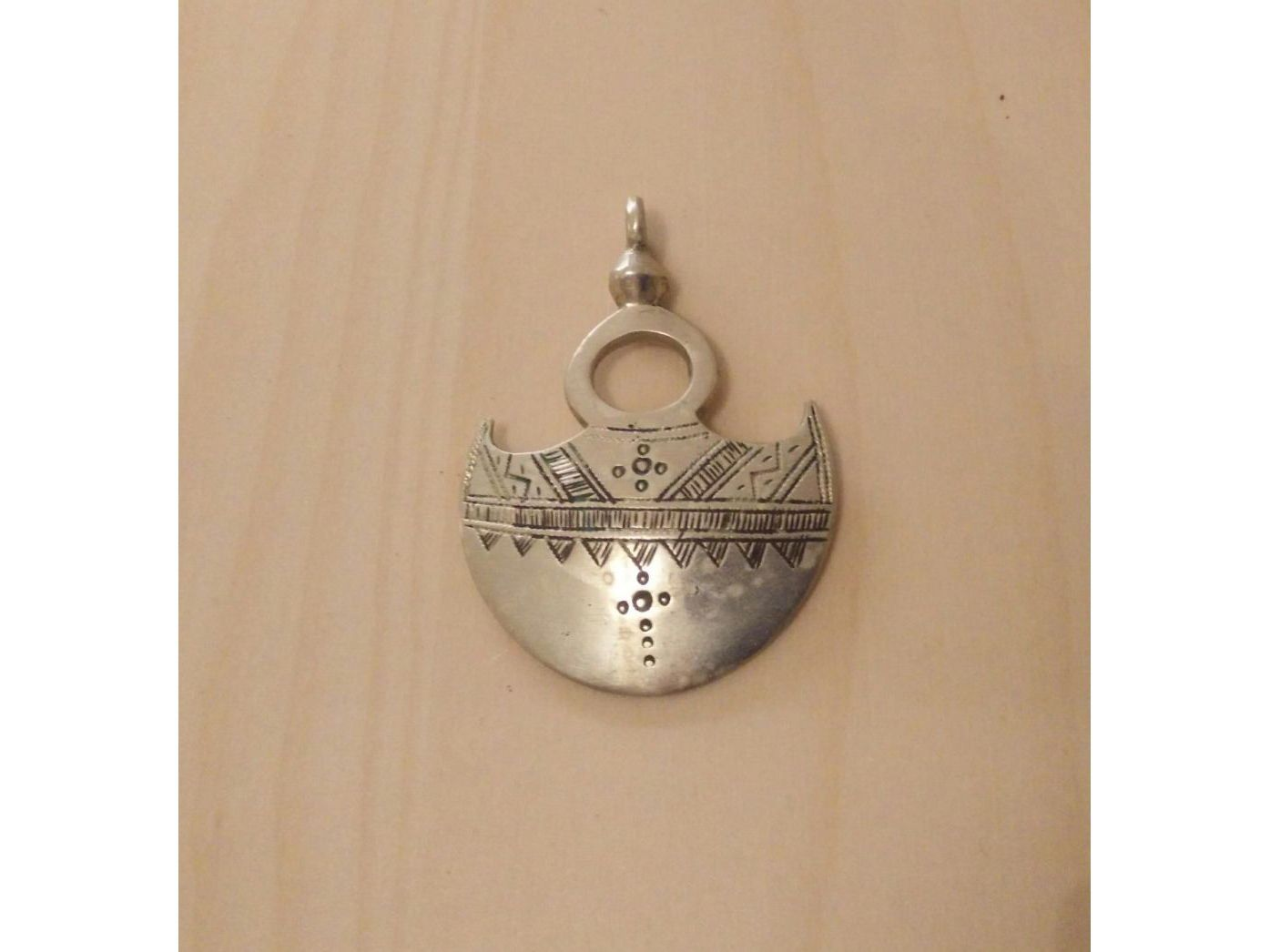 Pendentif ethnique touareg croix du Sud forme lune