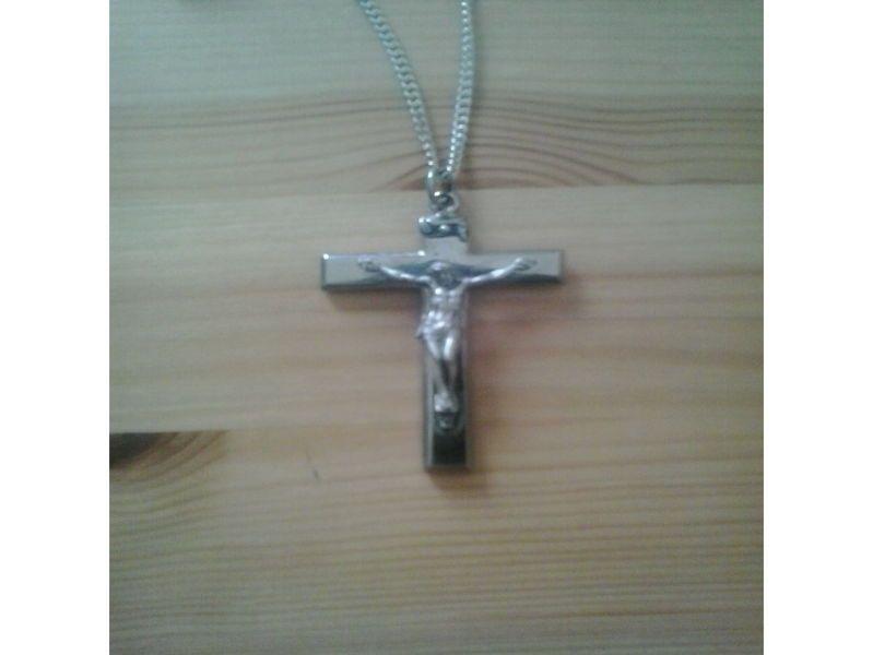 Cherche bijoutier qui puisse transformer cette petite croix pendentif