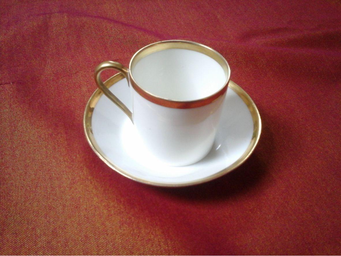Mini tasse litron porcelaine de Limoges blanc et or