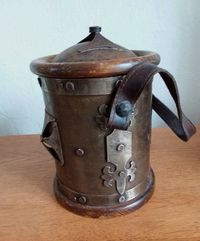 Ancien pot à tabac fer forgé et bois