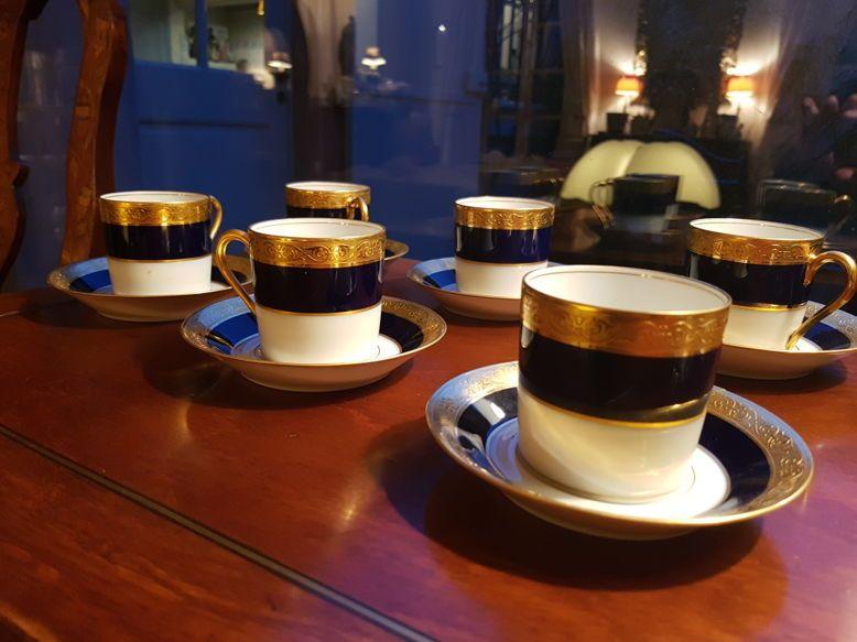 Vends 6Tasses à café Haviland bleu de four et or incrusté