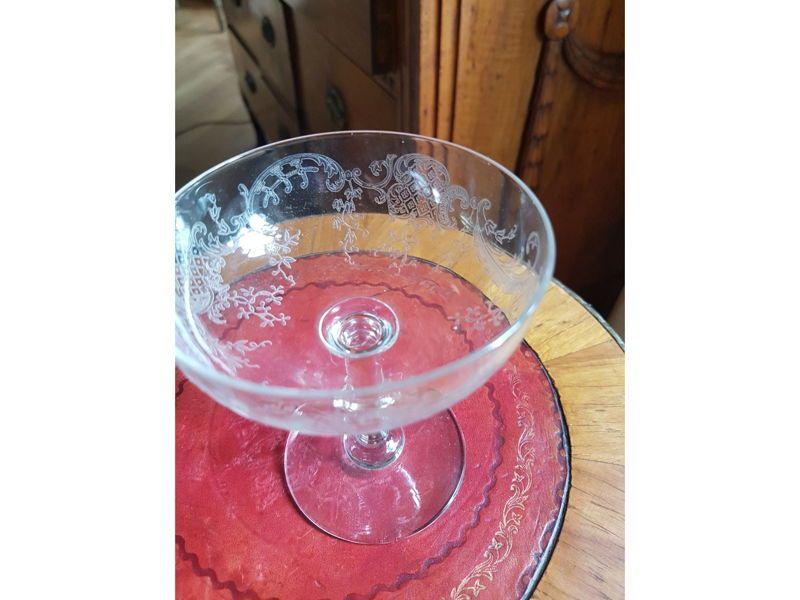 8coupes à champagne en cristal gravé