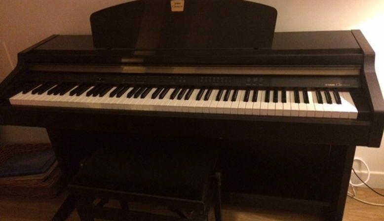 Donne un piano Yamaha Clavinova