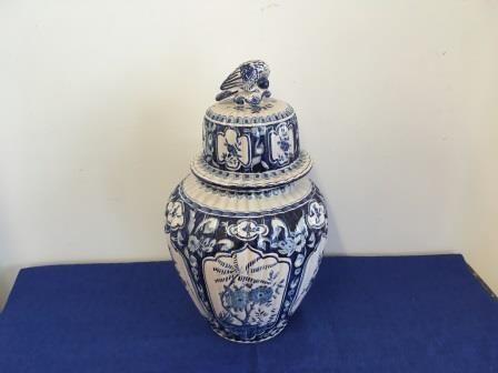 Vase potiche en faïence de Delft