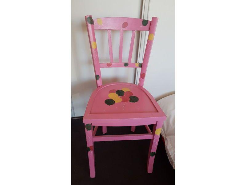 Jolie chaise décorée à la main