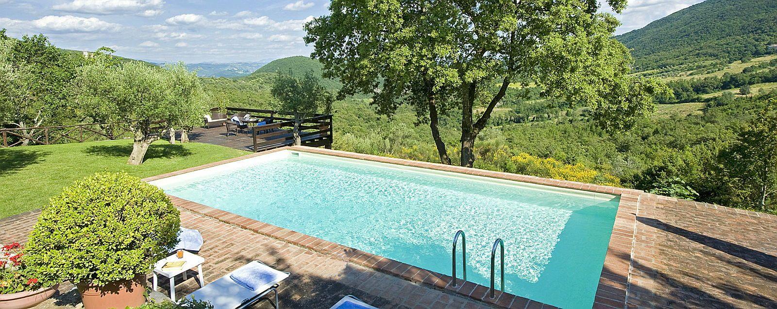 Cherche maison en Italie avec piscine 4adultes, 3enfants