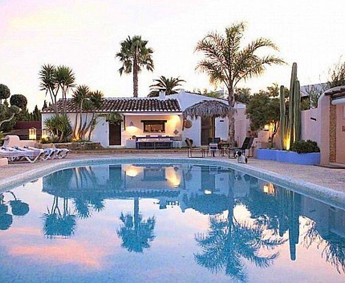 Cherche location villa avec piscine en Espagne - 6couchages