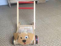 Vends chariot de marche en bois