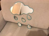 Donne miroir nuage et ses gouttes de pluie