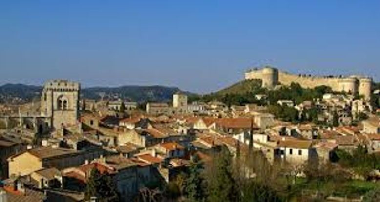 Cherche location 6/8personnes Villeneuve-lez-Avignon du 30juin au 14juillet