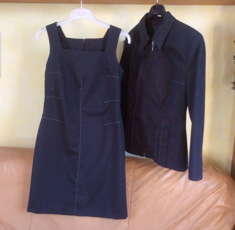Vends ensemble robe/veste bleu marine surpiqures blanches taille 38