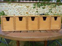 Vends deux mini commodes murales avec tiroirs en bois