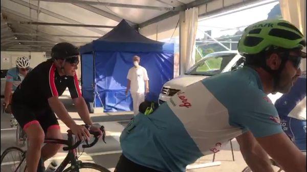 Il dottor Ferro in bici per invitare la gente a vaccinarsi