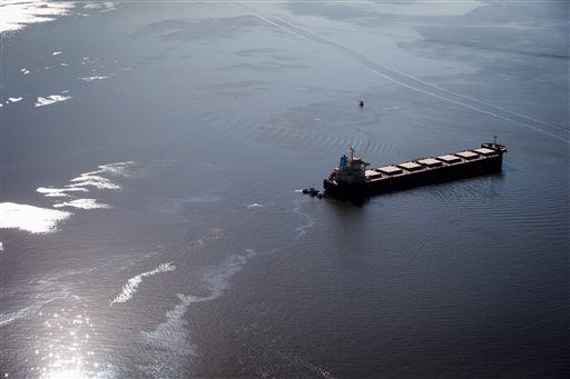 B.C. backs oil pipeline that will put tankers in Salish Sea