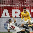 Најлудиот потег во Ла Лига: Напаѓачот Окампос му одбрани на голманот Дмитровиќ во 100. минута (ВИДЕО)