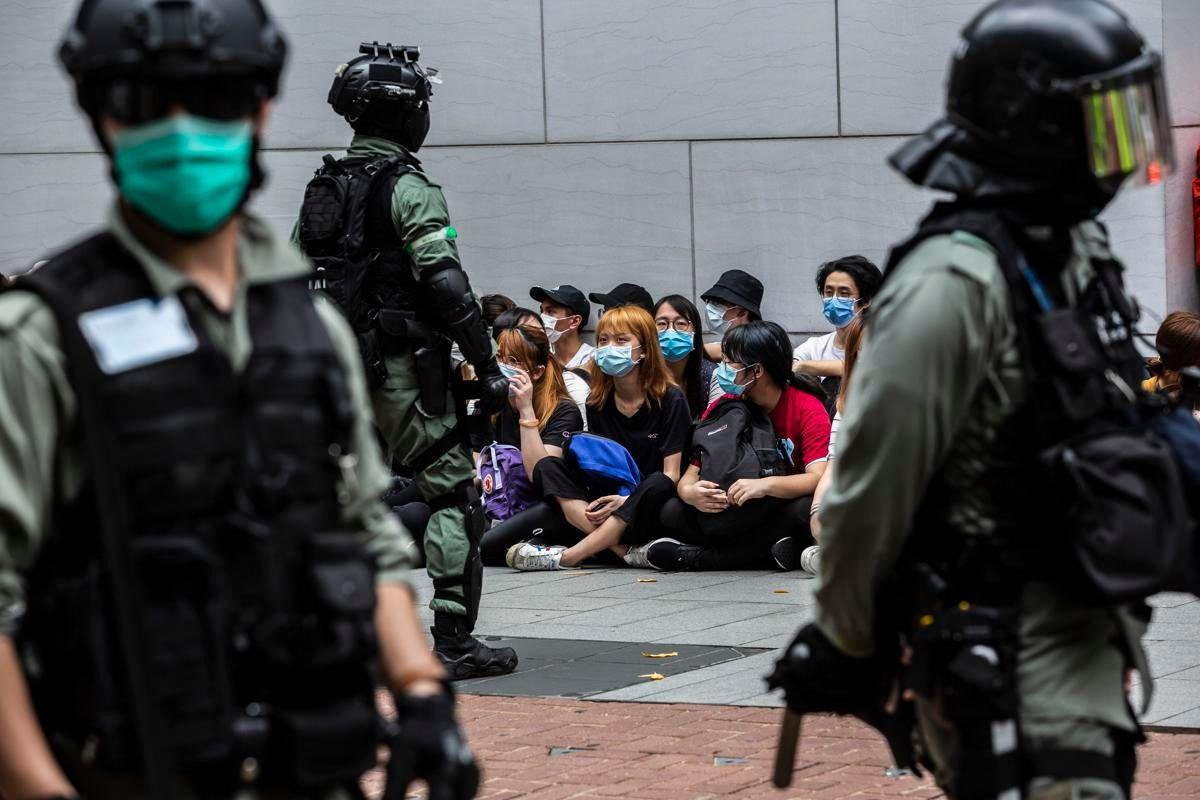 Hong Kong prime accuse 23enne base alla nuova legge