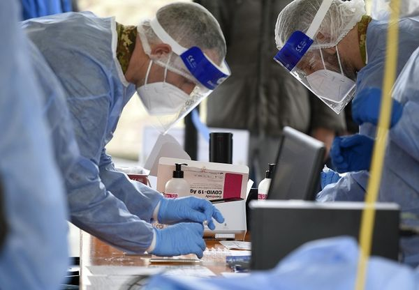 Covid, 927 contagi e 27 morti: positività ancora a 0,5%