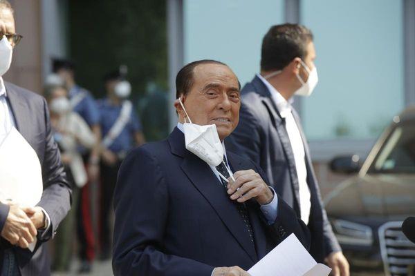 Berlusconi, nuovo ricovero al San Raffaele per controlli post-Covid