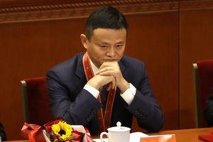 Cina, i magnati si scoprono generosi ma la Borsa fiuta l'inganno e li bastona