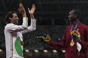 Tamberi-Barshim, l'emozionante gesto sul podio delle Olimpiadi di Tokyo 2020