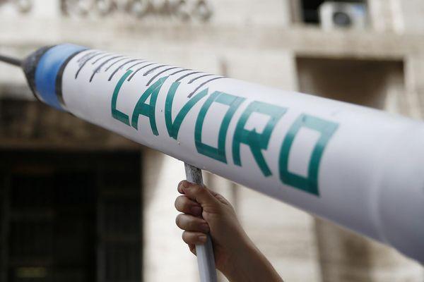 Articoli correlati:                                  Industria: Istat, fatturato giugno risale. T ... thumbnail