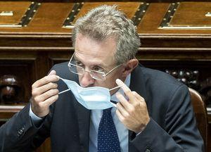 Sondaggio elezioni Napoli, lontana la vittoria di Manfredi al primo turno