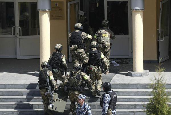 Russia, strage in una scuola. 11 vittime tra studenti e insegnanti, 32 feriti