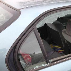Добро да се знае: Во случај на опасност прозорот на автомобилот може да се скрши со само еден прст