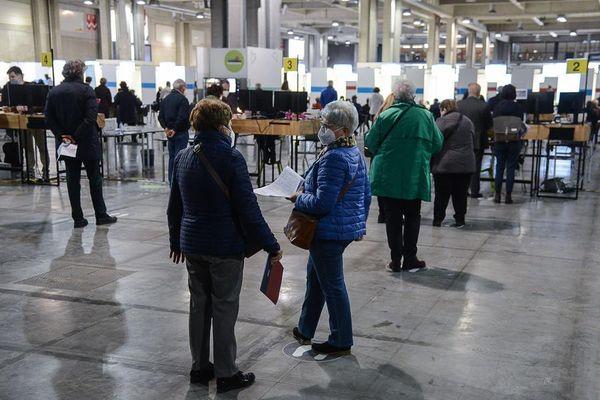 Vaccini,pochi under 60 in lista d'attesa in Alto Adige
